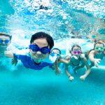 Hindari Kesalahan Ini Saat Mengajarkan Anak Berenang