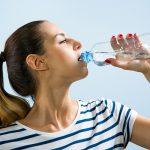 Minum Air Putih Terlalu Banyak, Berbahayakah?