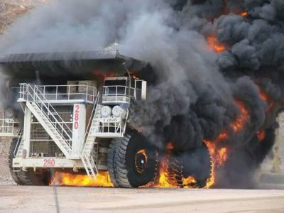 kebakaran alat berat