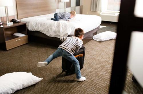 hal yang tidak baik dilakukan di hotel
