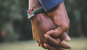 pegangan simbol menghargai kekurangan pasangan