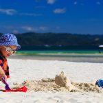 Jangan Lalai, Ini yang Harus Dilakukan Saat Anak Bermain di Pantai
